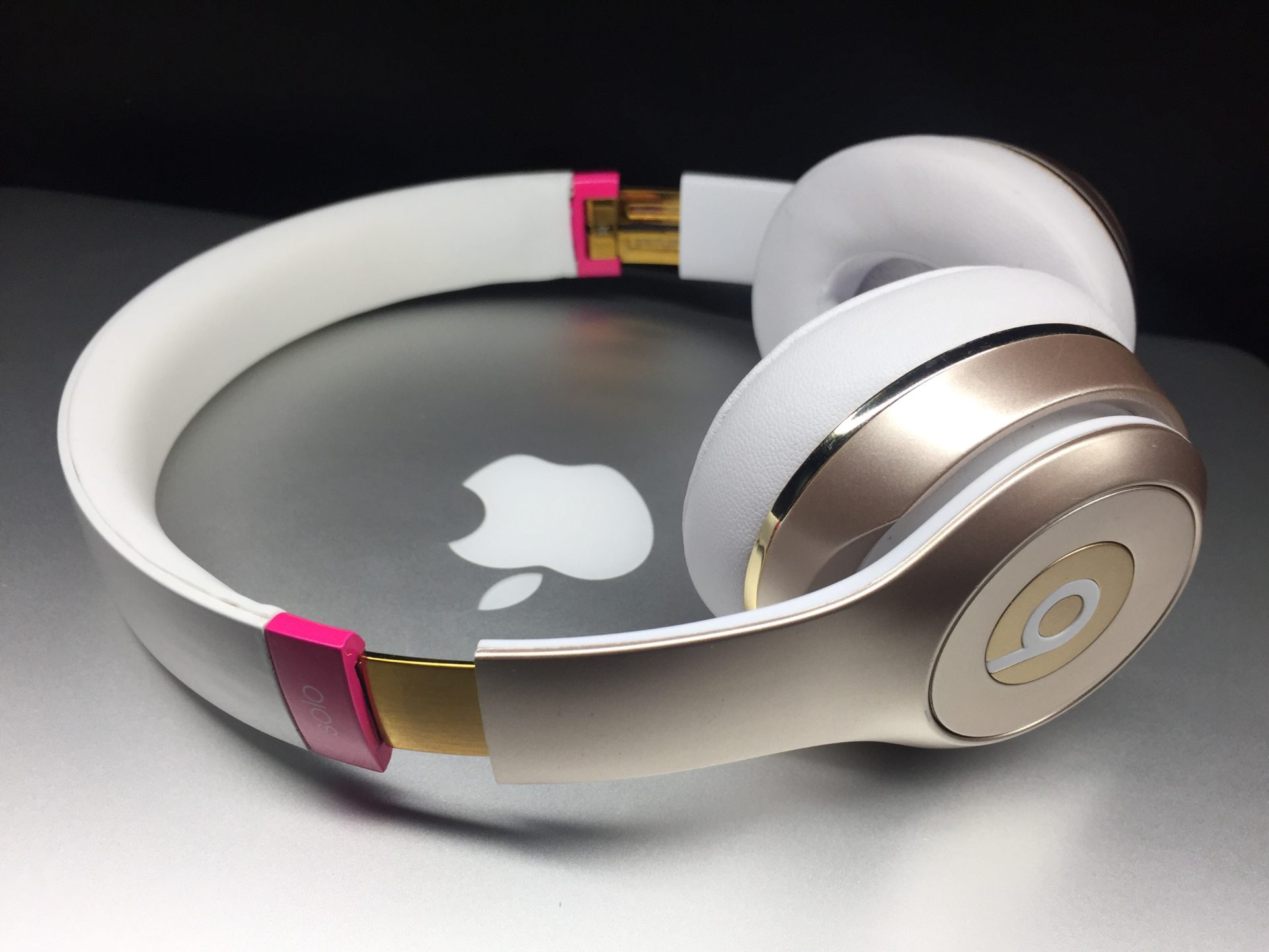 Beats Solo 3 wireless pink & gold